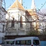Der vollbeladene Transporter nach der Ankunft in Temeswar und kurz vor dem Entladen im Klosterhof
